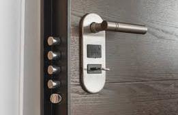 Zloděje odradí alarm, bezpečnostní dveře i bezpečnostní sklo