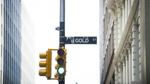 Kter� faktory aktu�ln� hraj� ve prosp�ch zlata?
