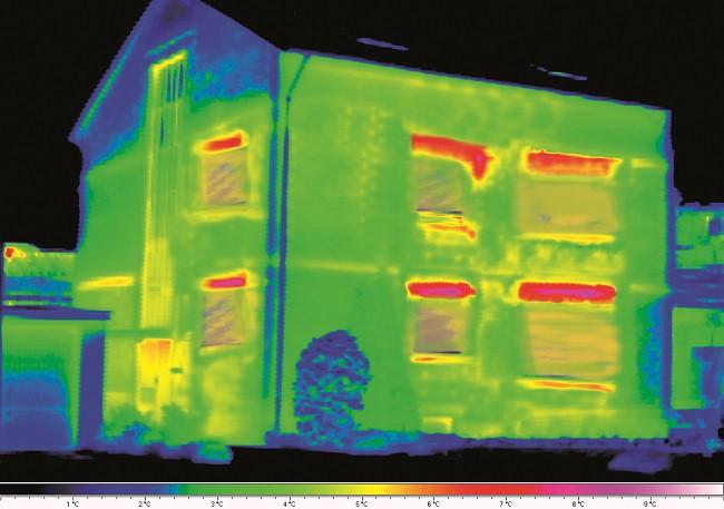 Tepelná ztráta u nezizolavné budovy je zhruba 50%