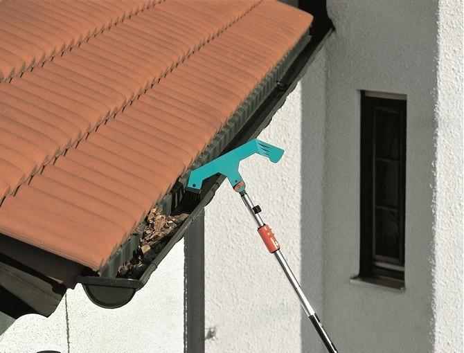 Jako první je nutné zkontrolovat stav oken, dveří a střechy. Pozornost věnujte komínu a také kamnům.