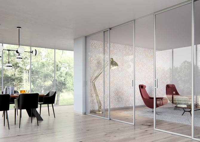 Celoskleněné dveře STRONG mohou dosahovat výšky až tří metrů