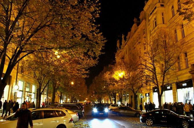Prahu reprezentuje Pařížská ulice s 2 800 chodci za hodinu
