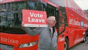 SLEDUJEME ŽIVĚ: Britští euroskeptici slaví. Spojené království řeklo EU