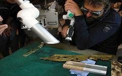 Záchrana vzácného mobiliáře pokračuje: pomůže unikátní laser