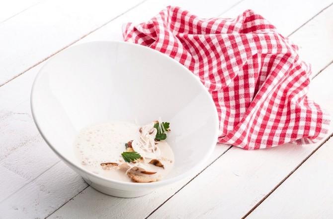 Recept na chlebovou polévku s houbami a sýrem