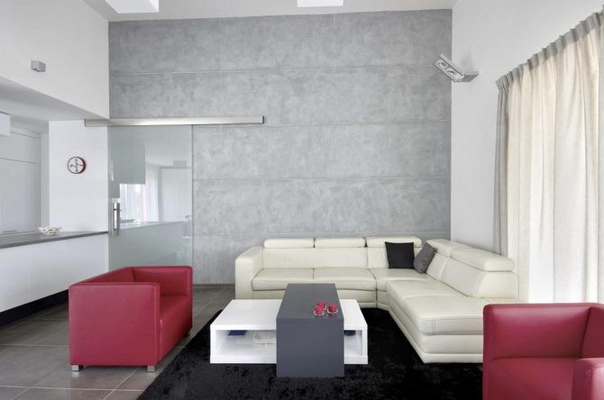 Šedá v je interiéru elegantní barvou, nábytek může být výraznější