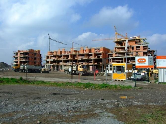 Nové byty v Praze se na trh dostávají jen obtížně