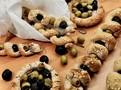 Místo oliv můžeme použít sušená rajčata nakládaná v olivovém oleji