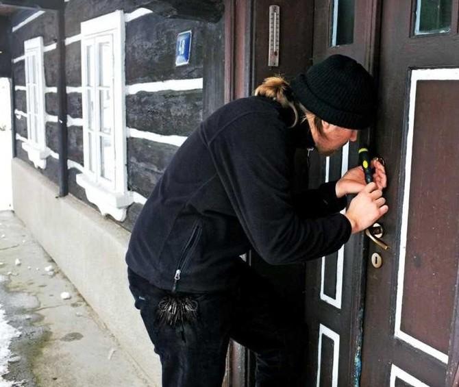 Zabezpečte okna a boční vchody