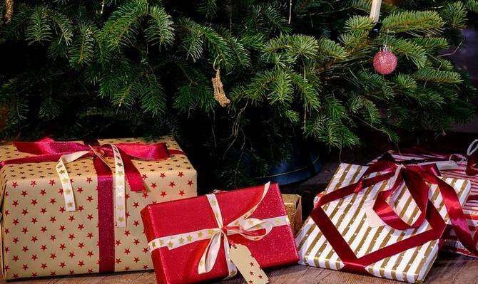 Za dárky každý z nás utratí okolo 12 tisíc korun