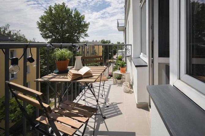Na balkóny, lodžie a terasy se přesunul život