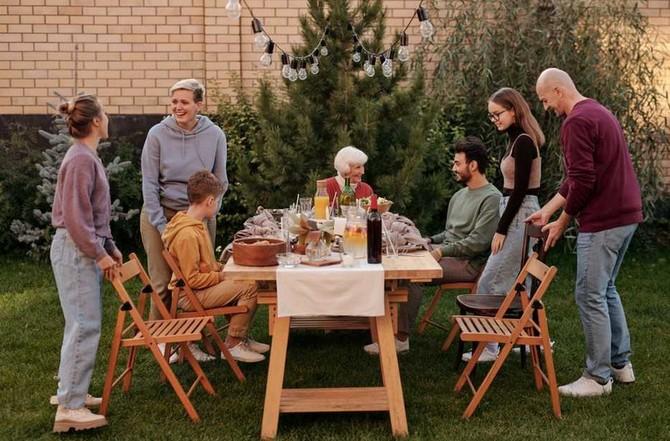 Dobrým způsobem je večeřet na terase