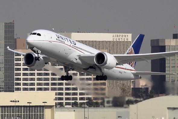 Boeing 787 (UAL)