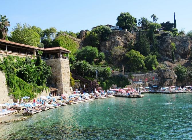 Istanbul je nejen oblíbená cílová destinace, ale zároveň i důležitý přestupní bod