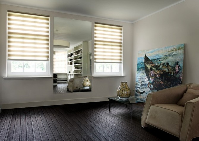 Žaluzie nebo rolety zastíní okna a dotvoří interiér