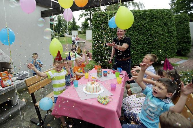 I dětská zahradní párty může být s ubrusem