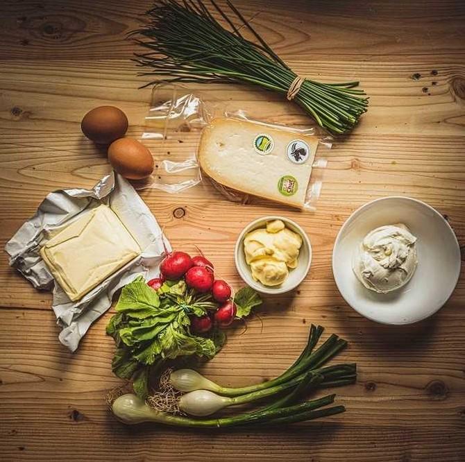 Bochníky sýra zrají nejméně 9 měsíců