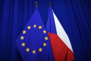 Czech flag and EU flag ©EC Audiovisual Service