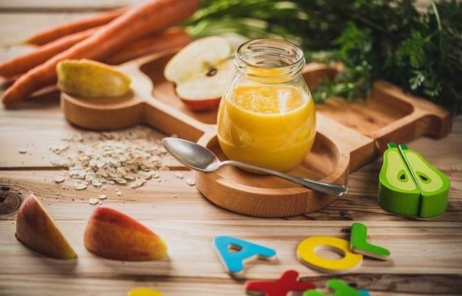 Přesnídávka s mrkví, jablkem a vločkami
