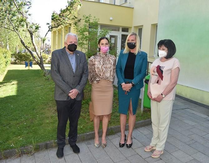 Fotografie z návštěvy zástupců města v 21. MŠ a 57. MŠ