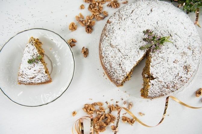 Ideální volba je mrkvovo–makový koláč s ořechy