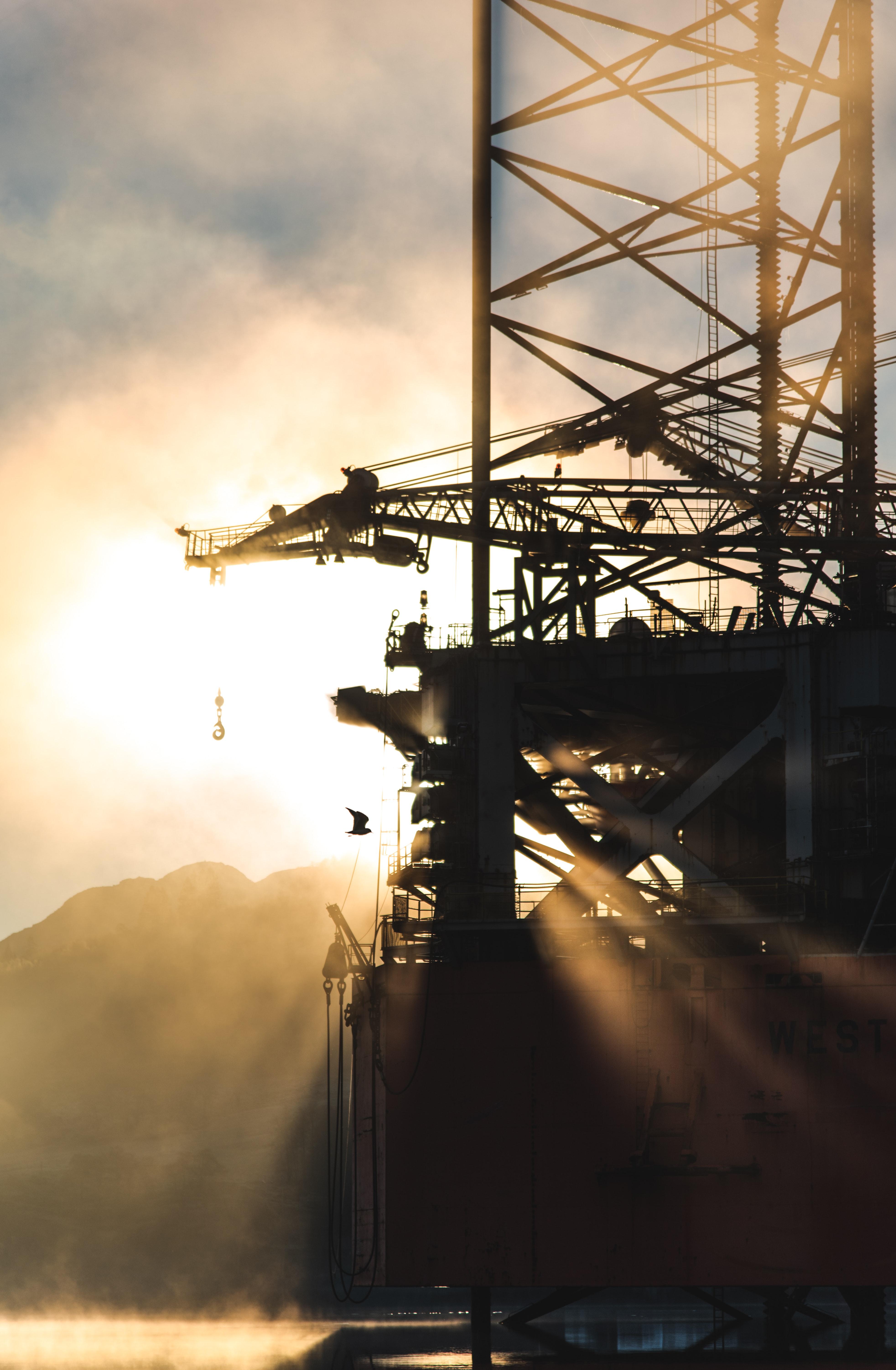 Saxo Bank: Napětí na komoditních trzích roste
