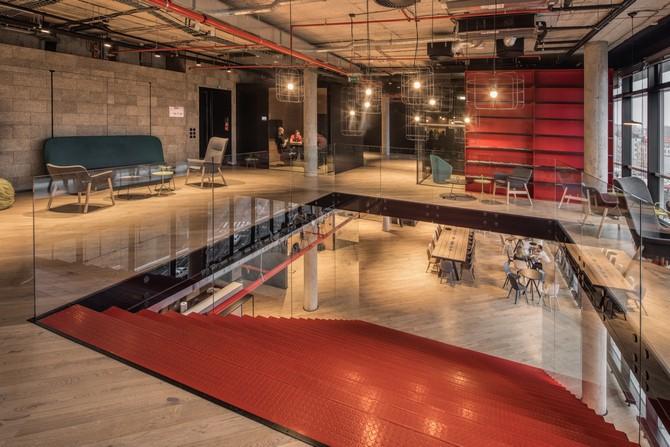 Vznikají kanceláře, které umně kombinují funkčnost, pohodlí a unikátní design.