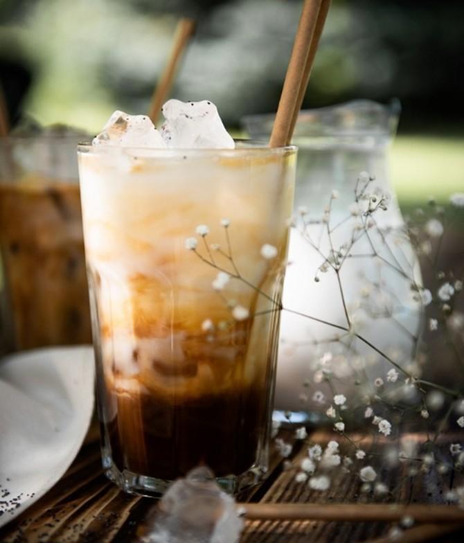 Letní vzpruhou může být speciální ledová káva