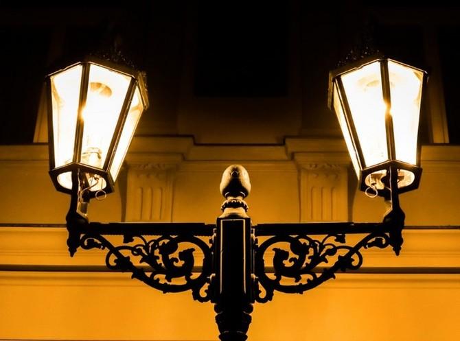 Historické plynové lucerny svítí v Praze