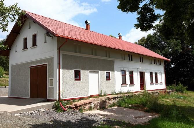 Spojení nové střechy se starým stavením
