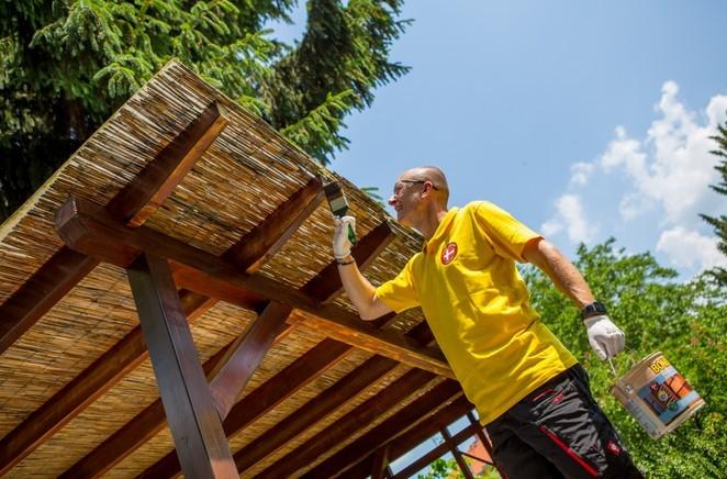 Povrch dřeva je nejprve nutné připravit