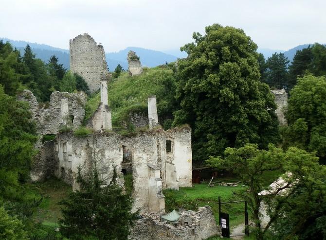 Na Slovensku je k prodeji hrad s pozemky