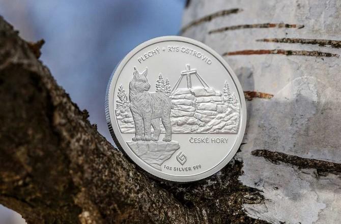 Mince vyobrazuje vrch Plechý a ohroženého rysa