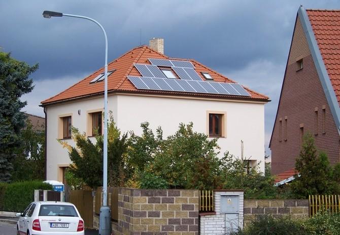 Češi financují hlavně z úspor, ale úvěry jsou výhodné