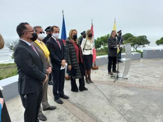 V Limě byla odhalena Lavička Václava Havla