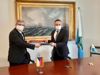 velvyslanec ČR při Republice San Marino Václav Kolaja s ministrem zahraničí RSM Lucou Beccarim