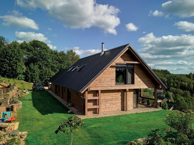 Je mnoho výhod, které nabízí výstavba i bydlení v dřevostavbě