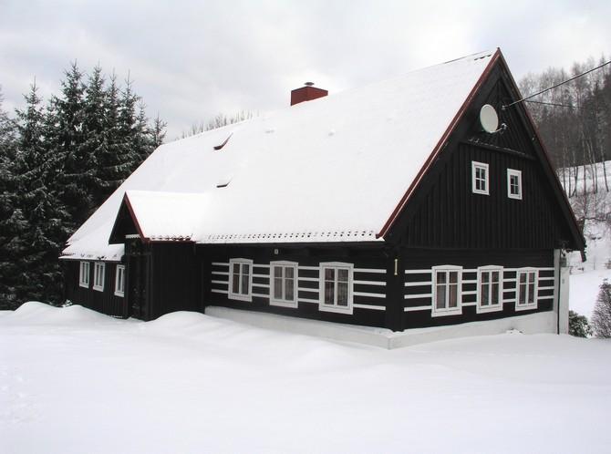 Mají se zasněžené střechy průběžně kontrolovat?