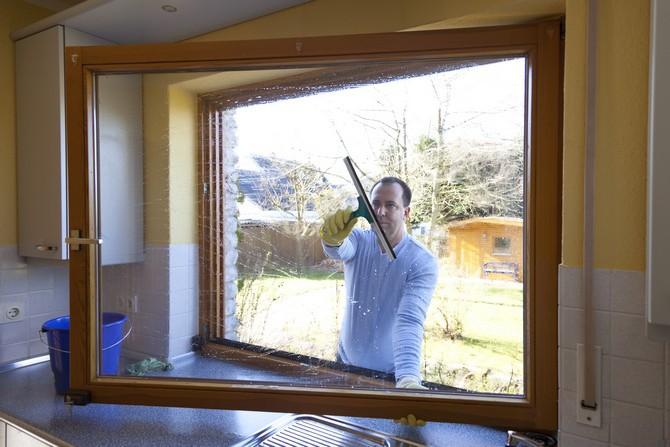 V zimě musíme při mytí oken postupovat opatrně