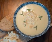Sváteční česnečka se smetanou a sýrem