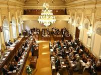 Babišova menšinová vláda nedostala důvěru Sněmovny