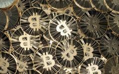 Cena bitcoinu padá. Může za to štěpení bitcoin cash?
