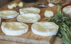 Recept na nakládaný hermelín s vlašskými ořechy