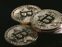Bitcoin klesá pod 33 000 USD. Za poslední týden odepsal 15%. Tlak v Číně sílí